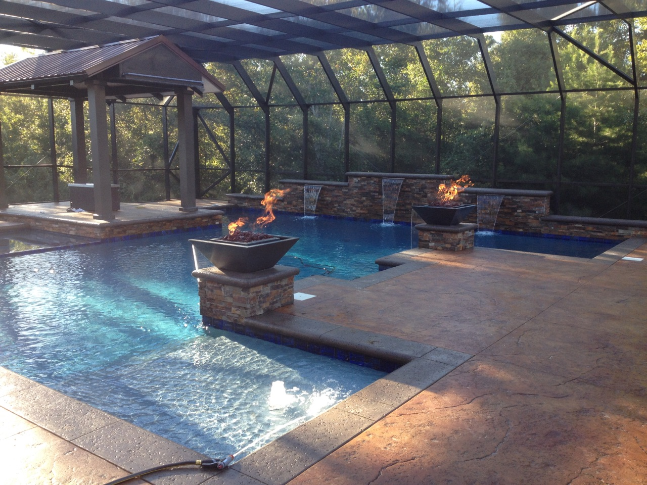 Gunite pool with fire features